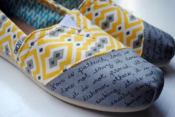 zapatillas de lona: estampado geométrico gris y amarillos