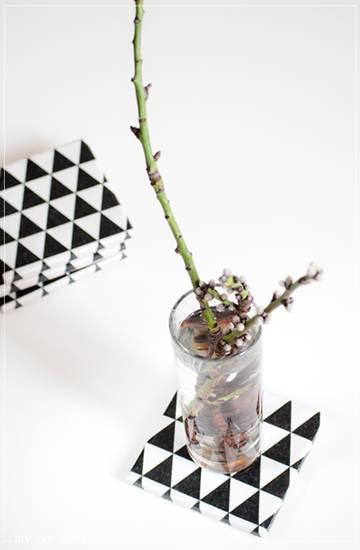 complementos de decoración: triángulos negros y blancos