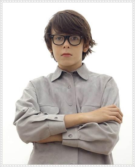 moda infantil: camisa gris