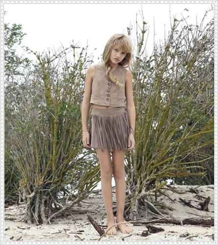 moda infantil: falda marrón de flecos