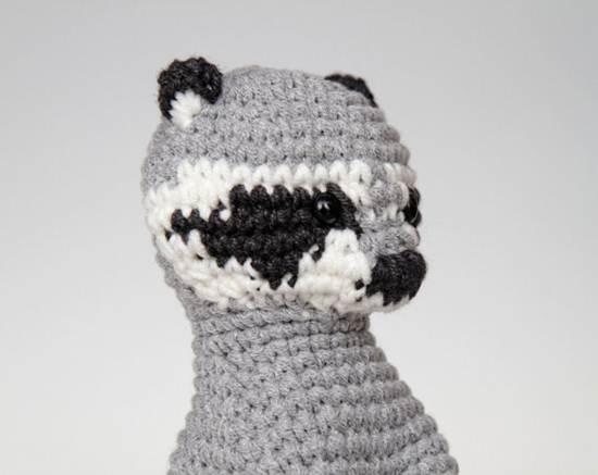 muñecos de ganchillo: mapache gris y negro