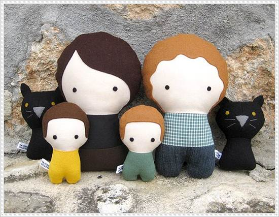 muñecos de trapo: familia con gatos