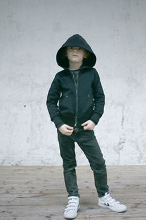 ropa para niños: cazadora negra